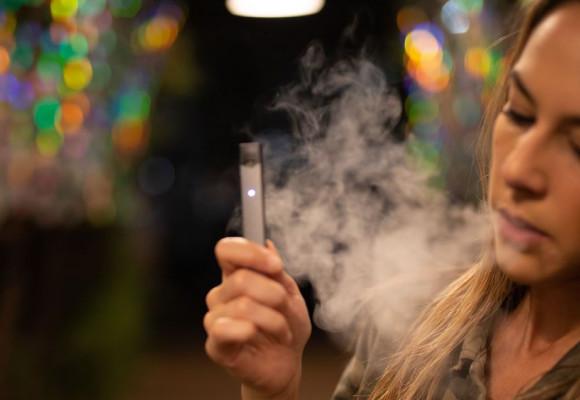 Francia se declara a favor del uso de cigarrillos electrónicos